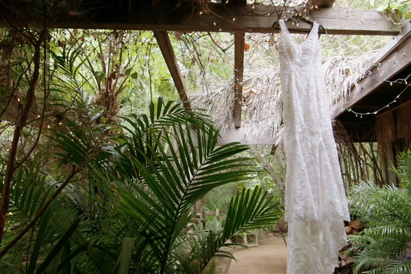 wedding_dress_lace_rustic.jpg