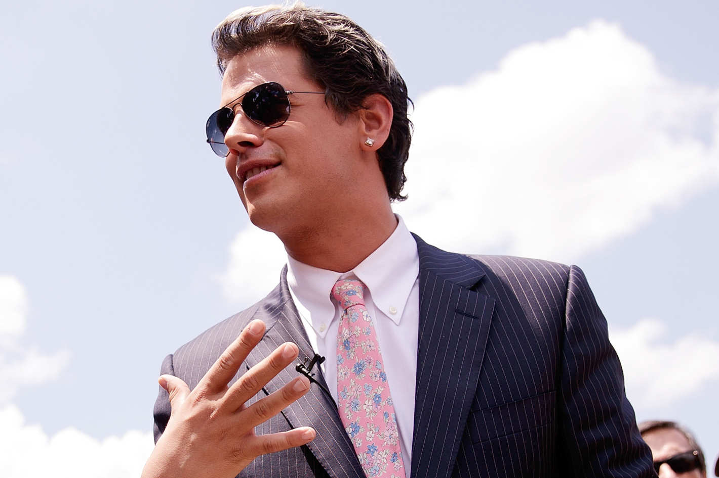 Milo Yiannopoulos is a British  media personality  associated with the political  alt-right  and a former senior editor for  Breitbart News .