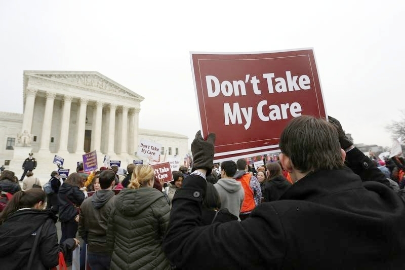 Protesters in favor of Obamacare gather outside the Supreme Court building in Washintgon. (Photo: Thomson Reuters)