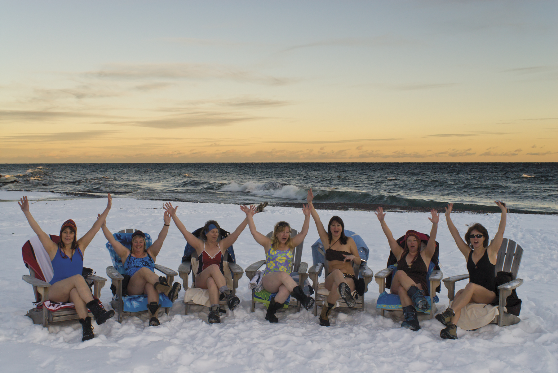 Women wintering on the shore at Lutsen Resort