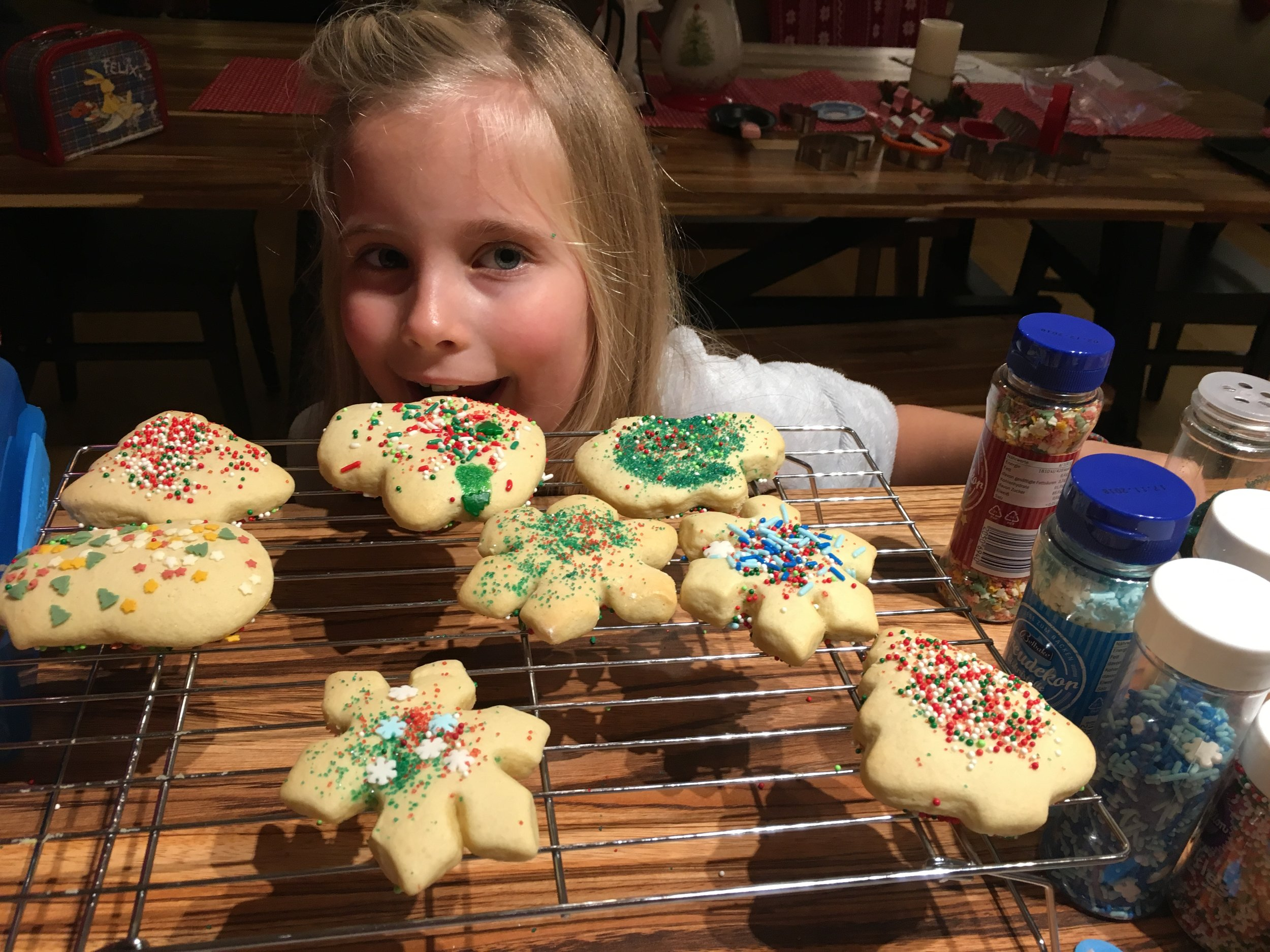 Girls baking with Mommy