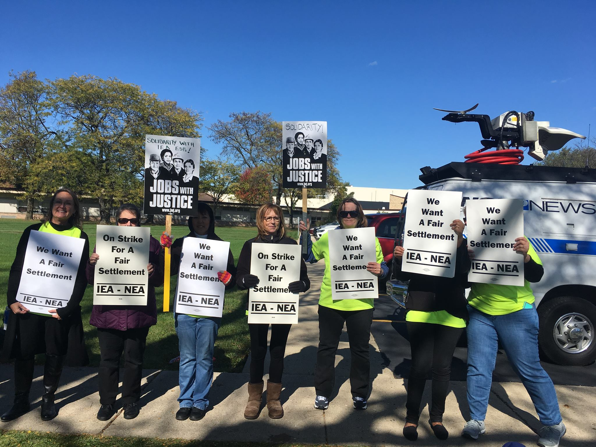 Solidarity support on the picket line with IEA esps in Palatine, IL. October 2017.