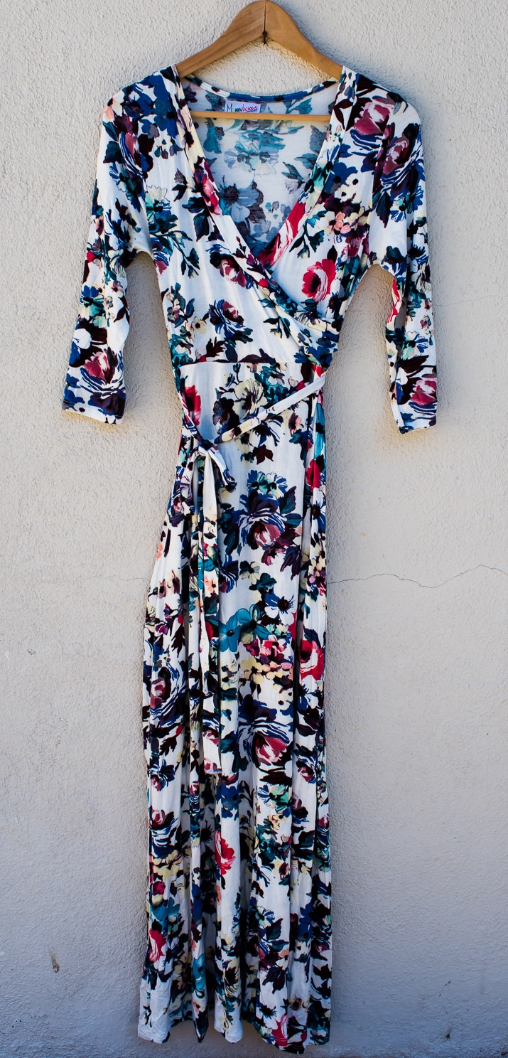 White Floral Dress - MommyLiciousSize ? (Guessing S)3/4 SleeveFull Length