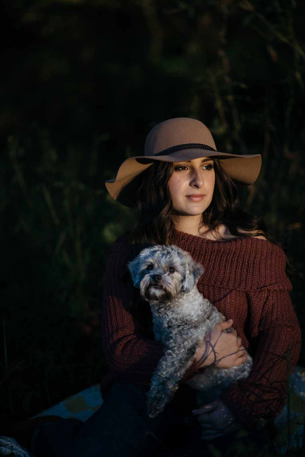 senior shoot with hat