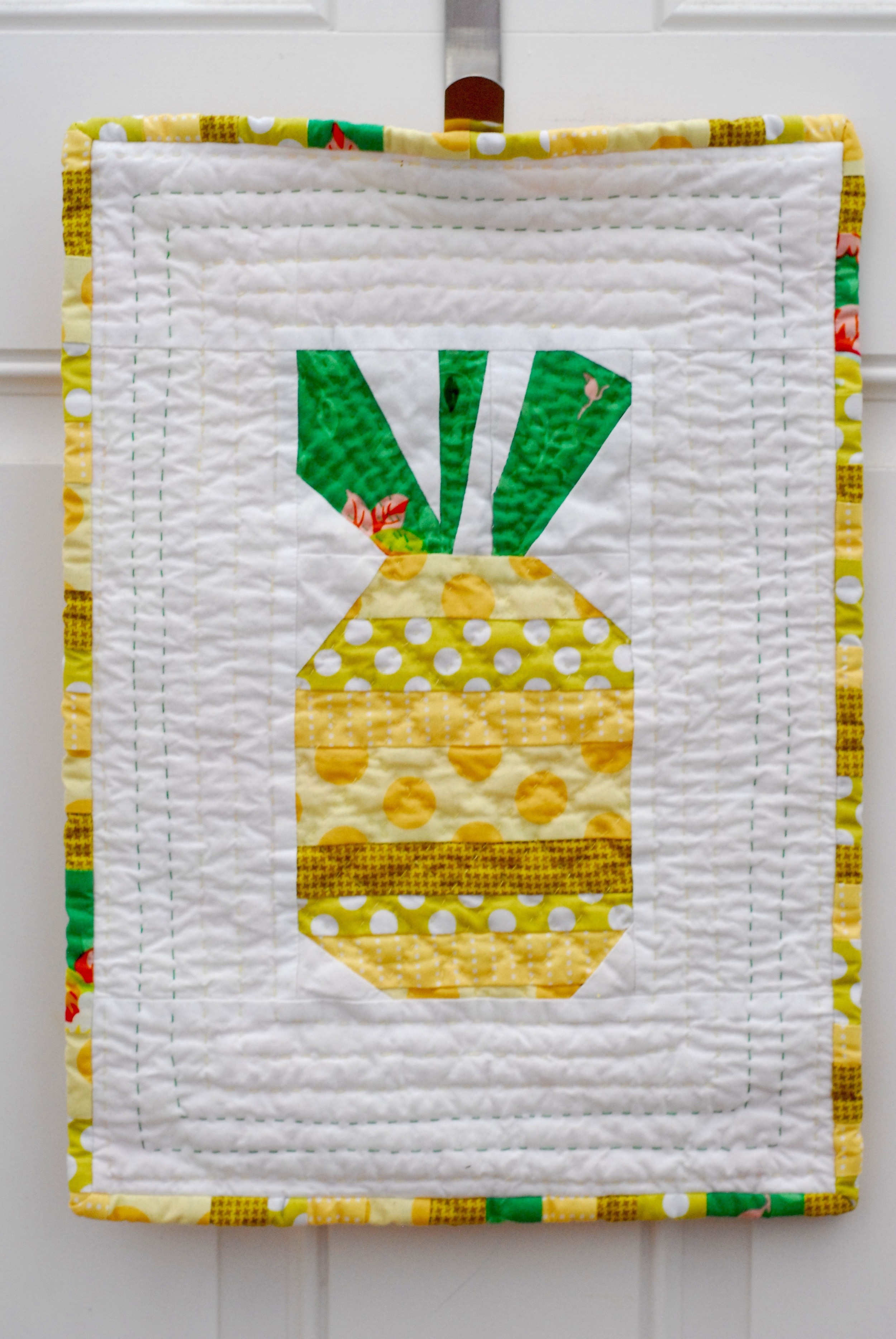 Pineapple mini quilt by Pin, Cut, Sew