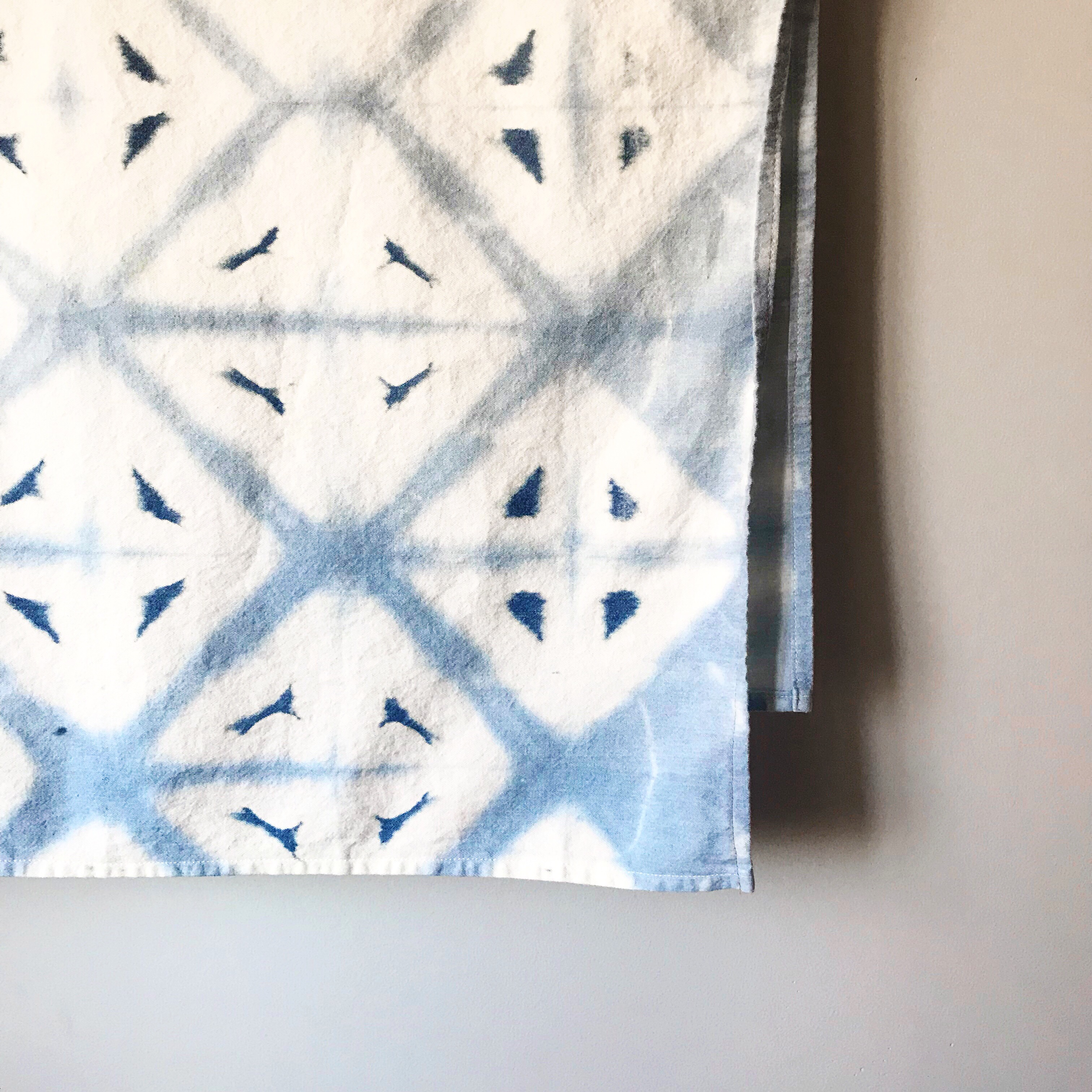 Reverse tie dye on denim using bleach, Shibori style! || Pin Cut Sew Studio