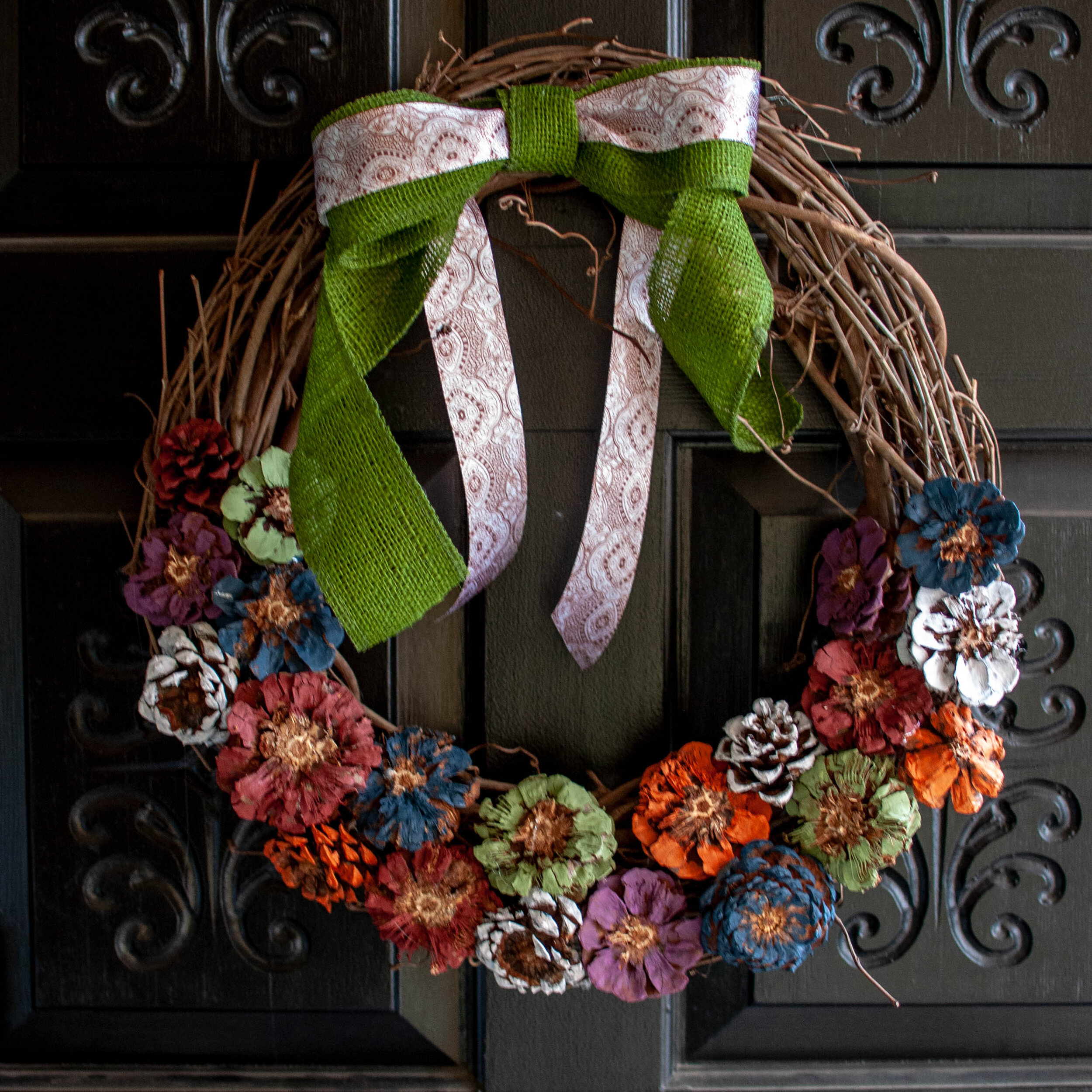 I made a DIY Fall pinecone wreath!. Click over for the link to the great tutorial! || Pin Cut Sew Studio #falldecor #wreath #diy