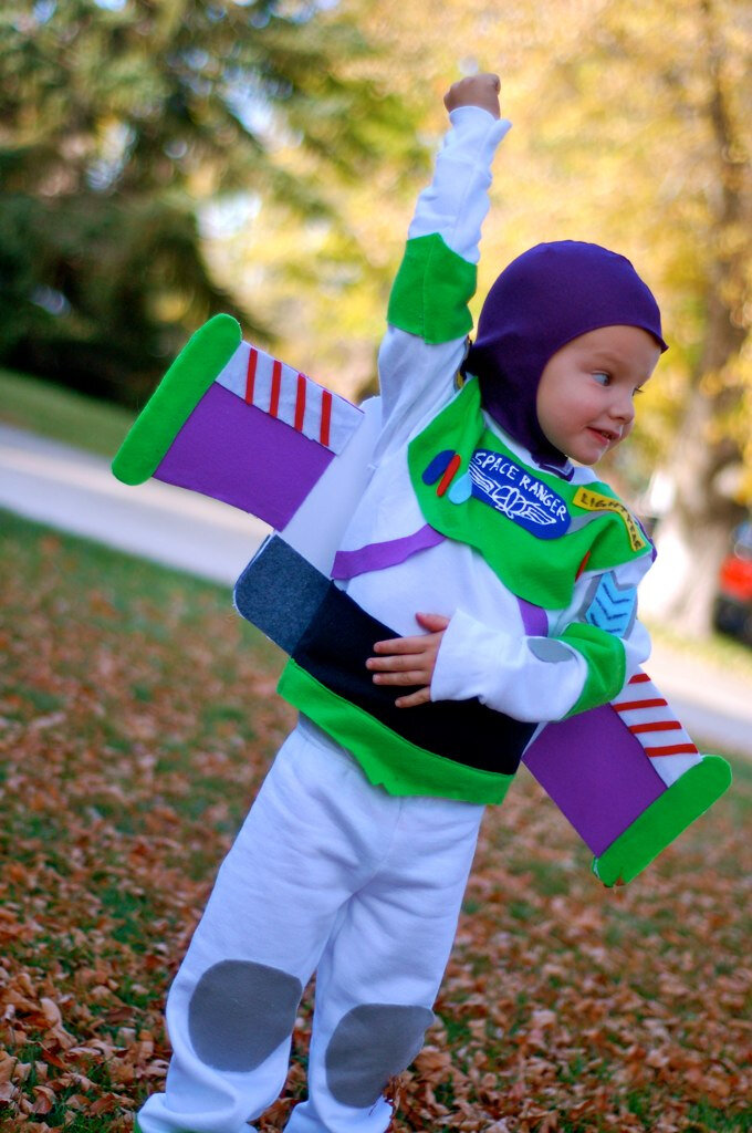 DIY Buzz LIghtyear costumeDIY handmade costume sewing ideas, with patterns and how-tos. Come see (almost) all the costumes I've ever made for my kids, from the very beginning! || PIn Cut Sew Studio #costumes #Halloween #cosplay #sewingcostumes #easysewing #costumestomake #diycostumes