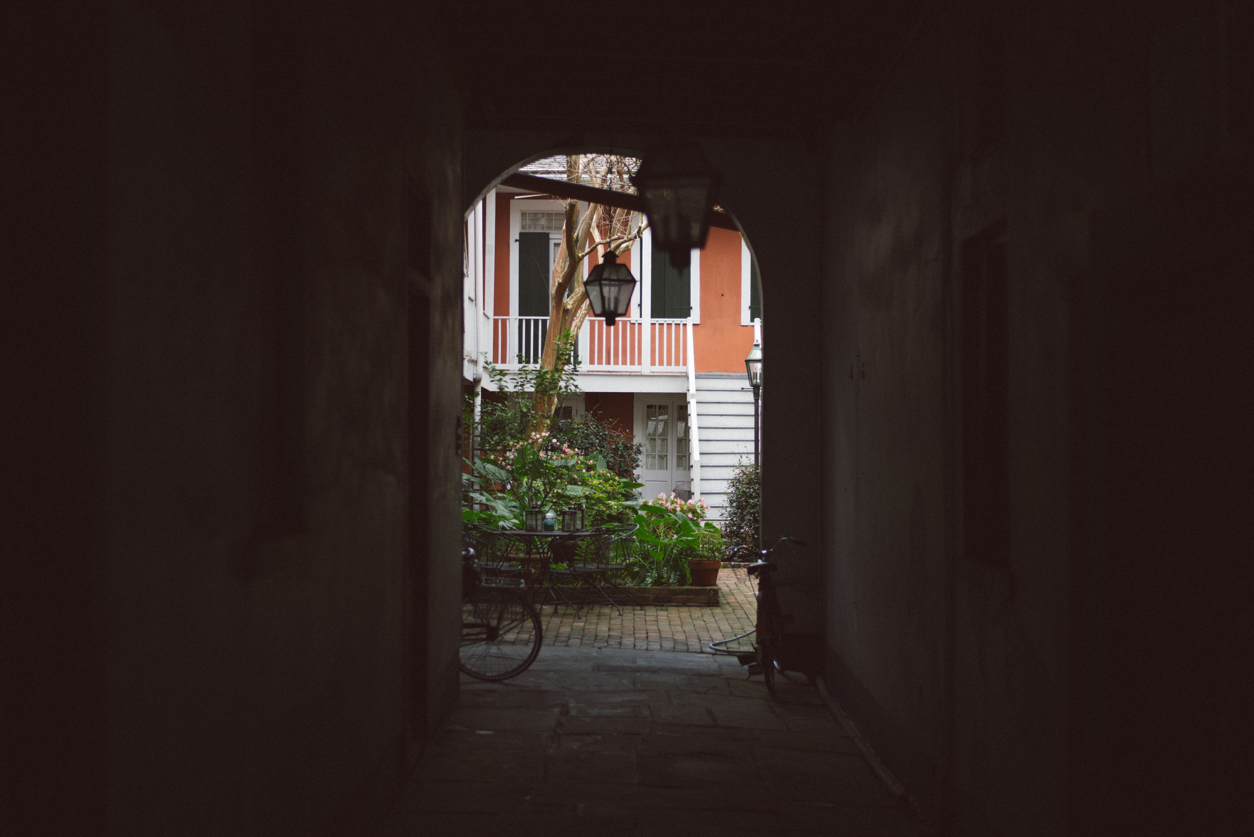 new-orleans-hotel-street-photography