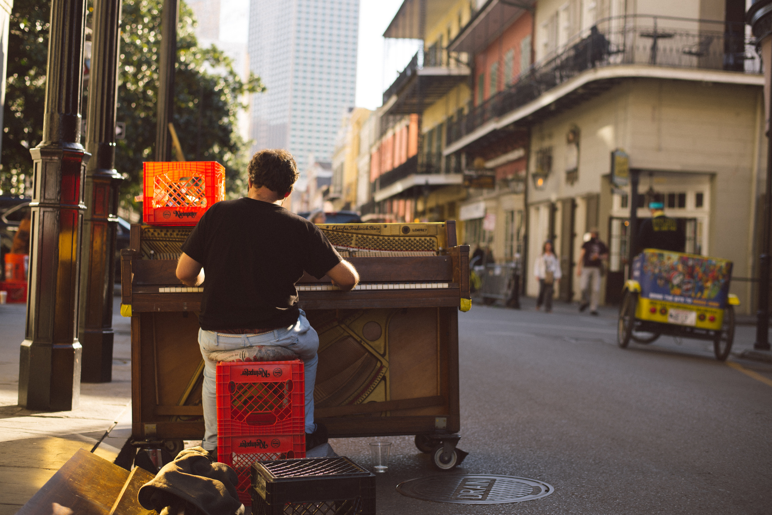 new-orleans-street-music-piano-travel