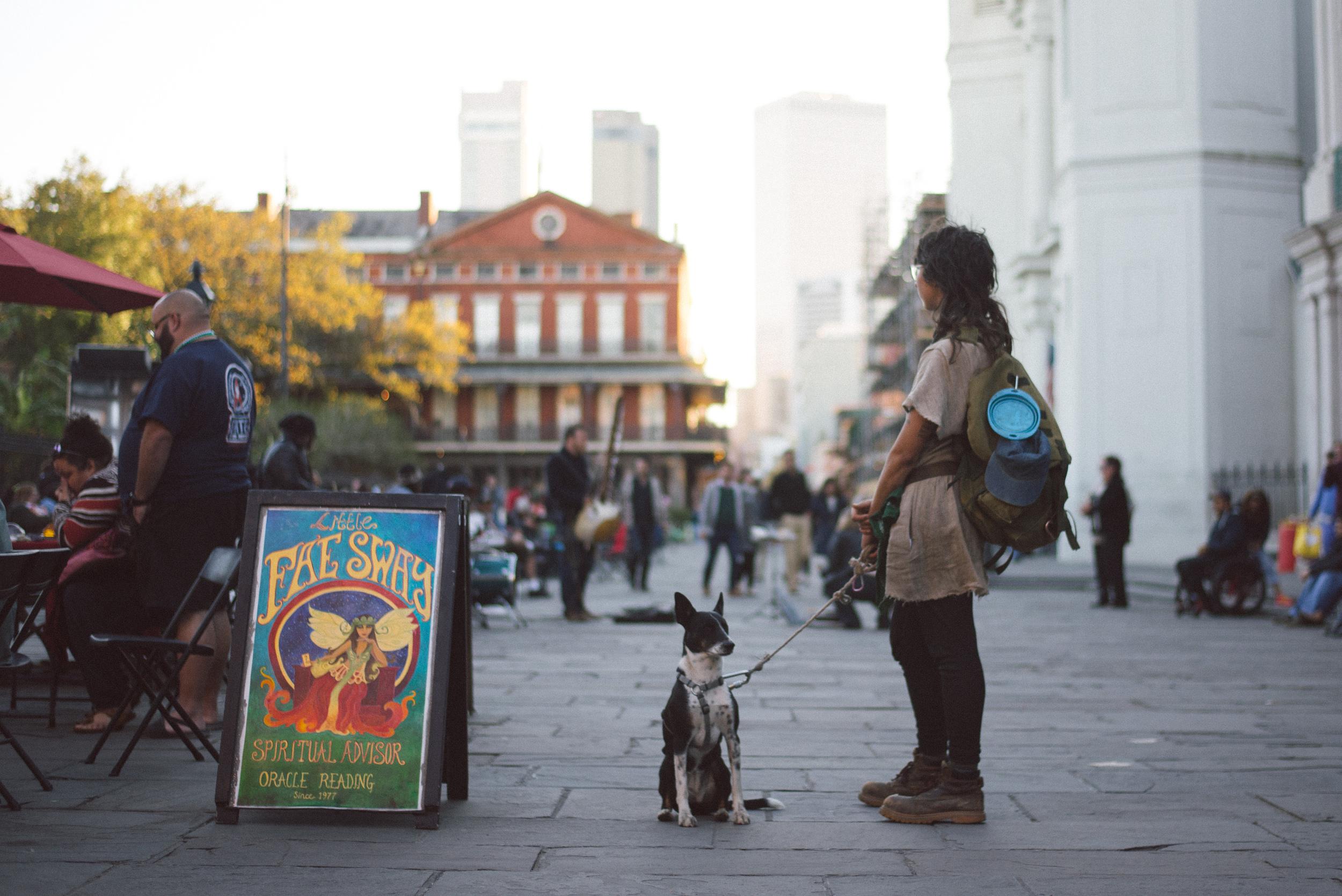 new-orleans-travel-woman-street-art