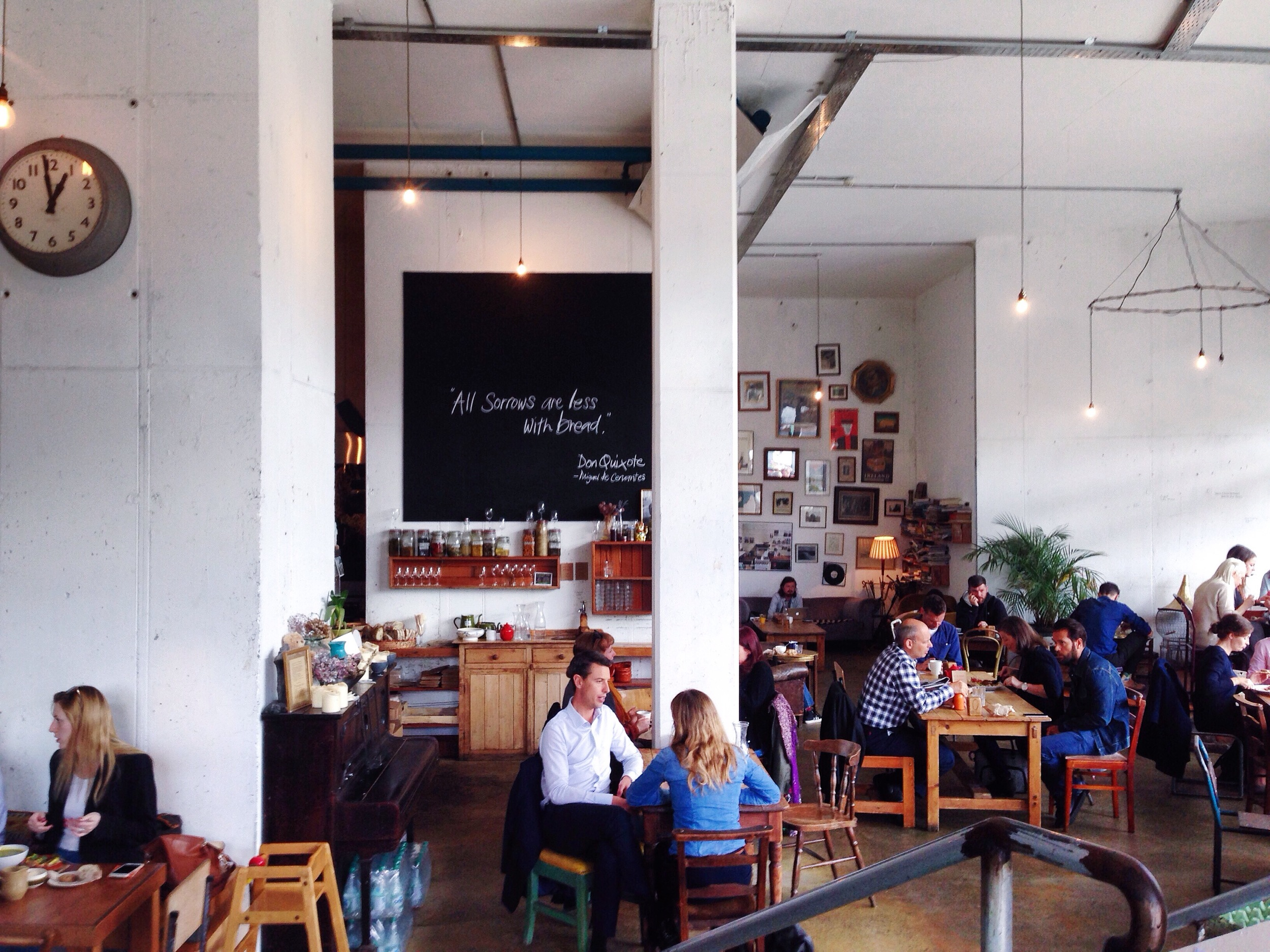 breakfast-brunch-cafe-coffee-Fumbally