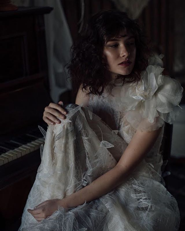 Mysterious glow (even in the dark) skin ✨and the curliest of curls for @hellomaymagazine  Hair & Makeup with #veganmakeup & #toxinfreebeauty by @liv_lundelius #crueltyfreemua #organicmua  Photos @freethebirdphotography, Hair and Makeup @liv_lundelius, Location @thereedsmith, Flowers @gypsy_flora, Cinematography @lalunecinema, Model @reaganangelo via @viviensmodelmgmt with production, art direction and styling by @hellomaymagazine