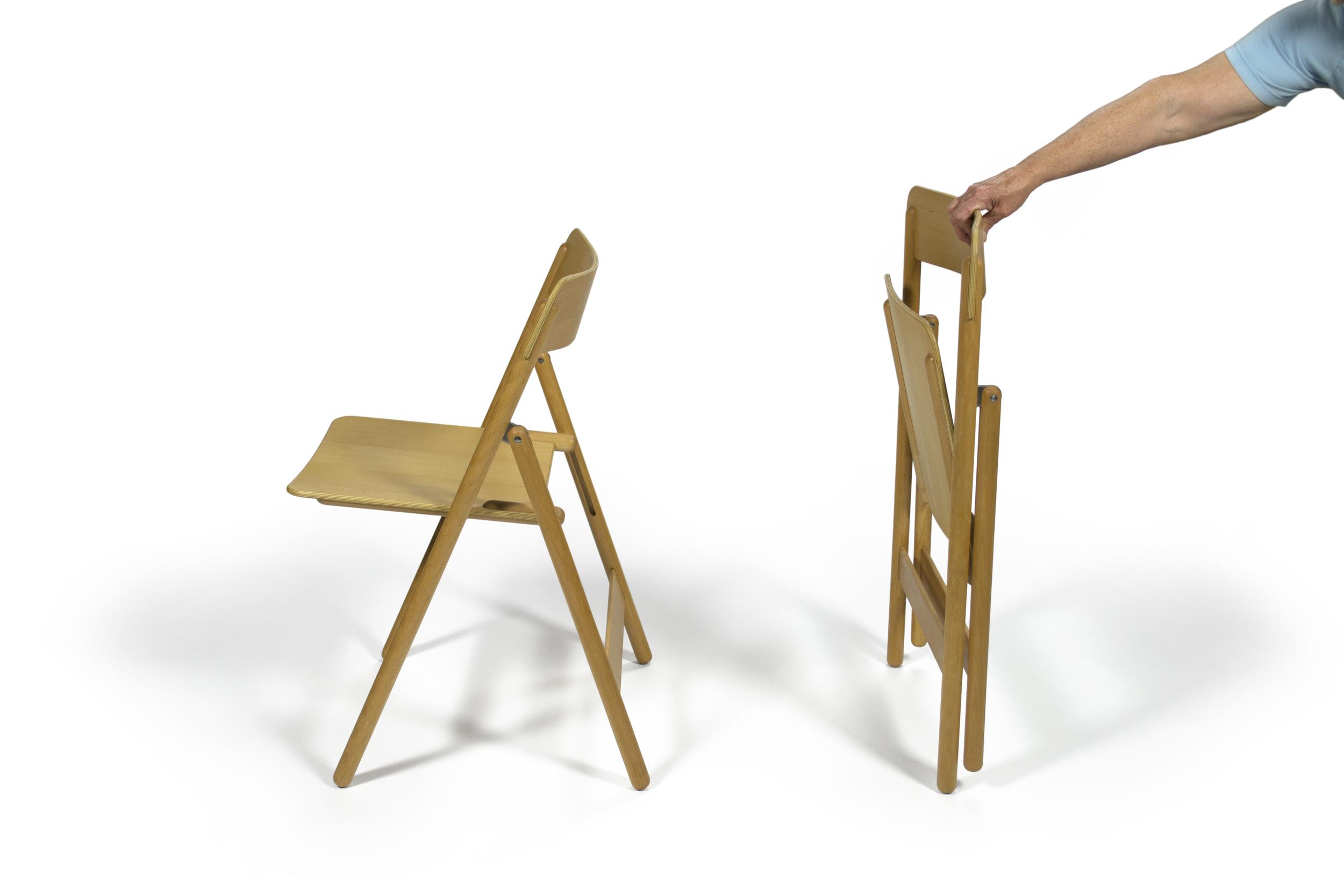 foldingchairs_onefolde_side.jpg