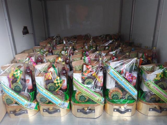 Pengiriman parcel pesanan untuk acara Hari Raya Idul Fitri 2017