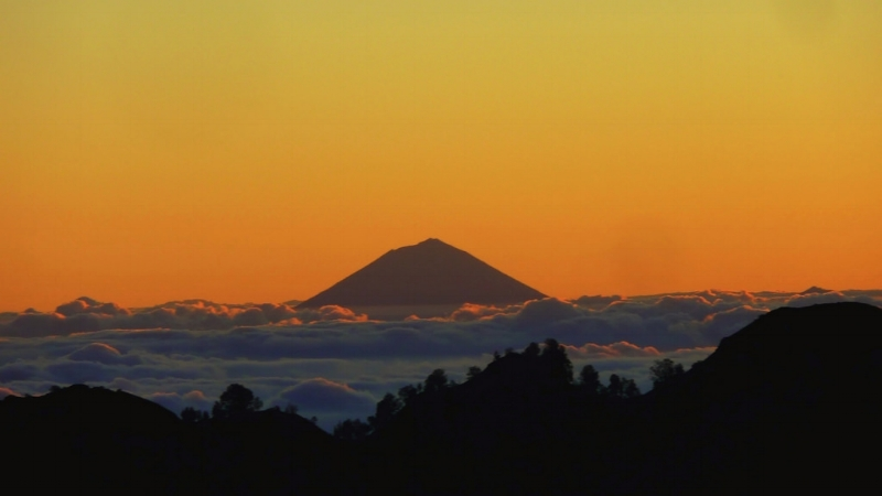 Gunung Agung Bali. (This picture is obtained from Flickr by using google advanced search for permitted shareable use)