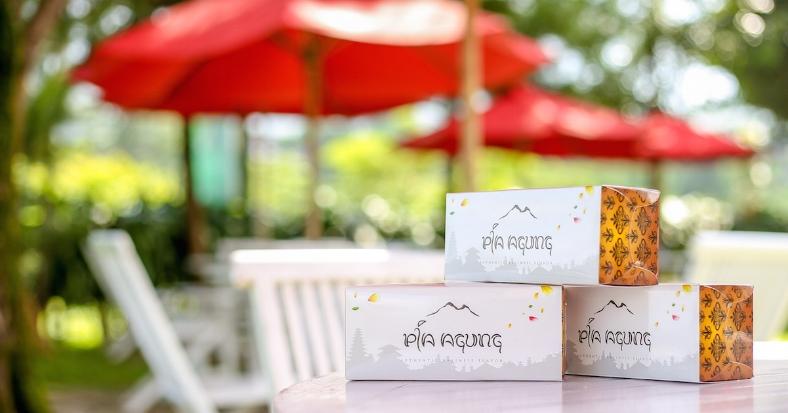 Cocok untuk dijadikan oleh - oleh dari Bali - Pia kami dikemas dengan packaging yang kami design khusus yang menampilkan keindahan dan pesona cantik dari Pulau Bali.
