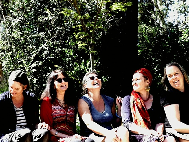 1.30pm - Reelin' Rosie - Reelin' Rosie is an all-women Irish trad band. The 'queentet' features button accordion, Irish flute, fiddle, 4-string banjo and guitar, performing lively, dynamic Irish jigs and reels to haunting, soulful airs and waltzes.
