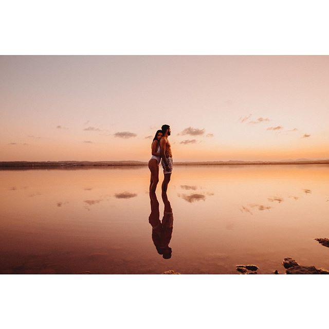 🌅Atardeceres especatculares. Pareja espectacular. @bodafeurope  #bodasconestilo #organizaciondeeventos #weddingplanner #luxuryweddingplanner #fotografodebodasalicante #bodafphotochallenge2001 #fotografodebodas #fotografosdeboda #mypwedding #wedding #luxurywedding #sunshine #lake #lago #weddingphotography #weddingplannerspain #bodafeurope