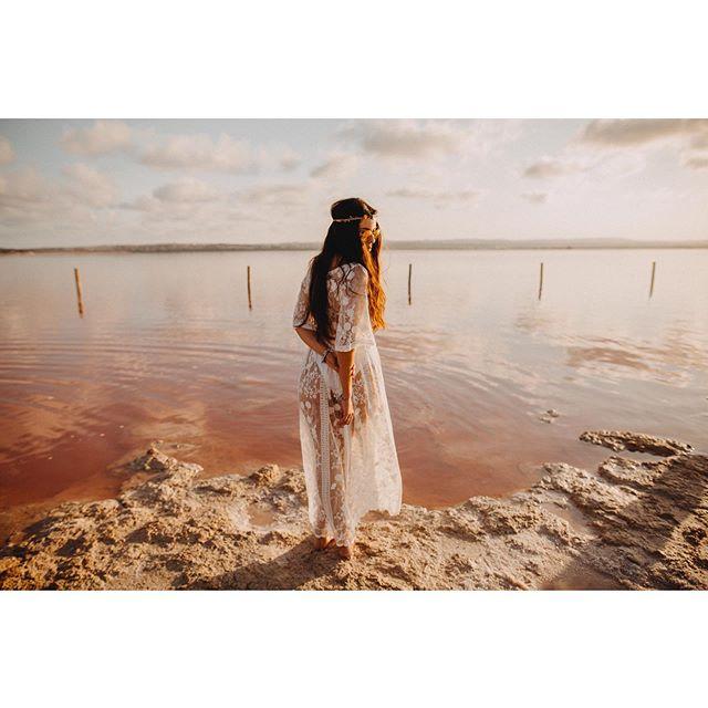 🗓Abierta la agenda de bodas 2020. No os quedéis sin fecha porque este año solo voy a realizar 20 bodas. 🌊🏄🏻♂️feliz fin de semana a Tod@s!  @bodafeurope  #bodasconestilo #organizaciondeeventos #weddingplanner #luxuryweddingplanner #fotografodebodasalicante #bodafphotochallenge2001 #fotografodebodas #fotografosdeboda #mypwedding #wedding #luxurywedding #sunshine #lake #lago #weddingphotography #weddingplannerspain #bodafeurope