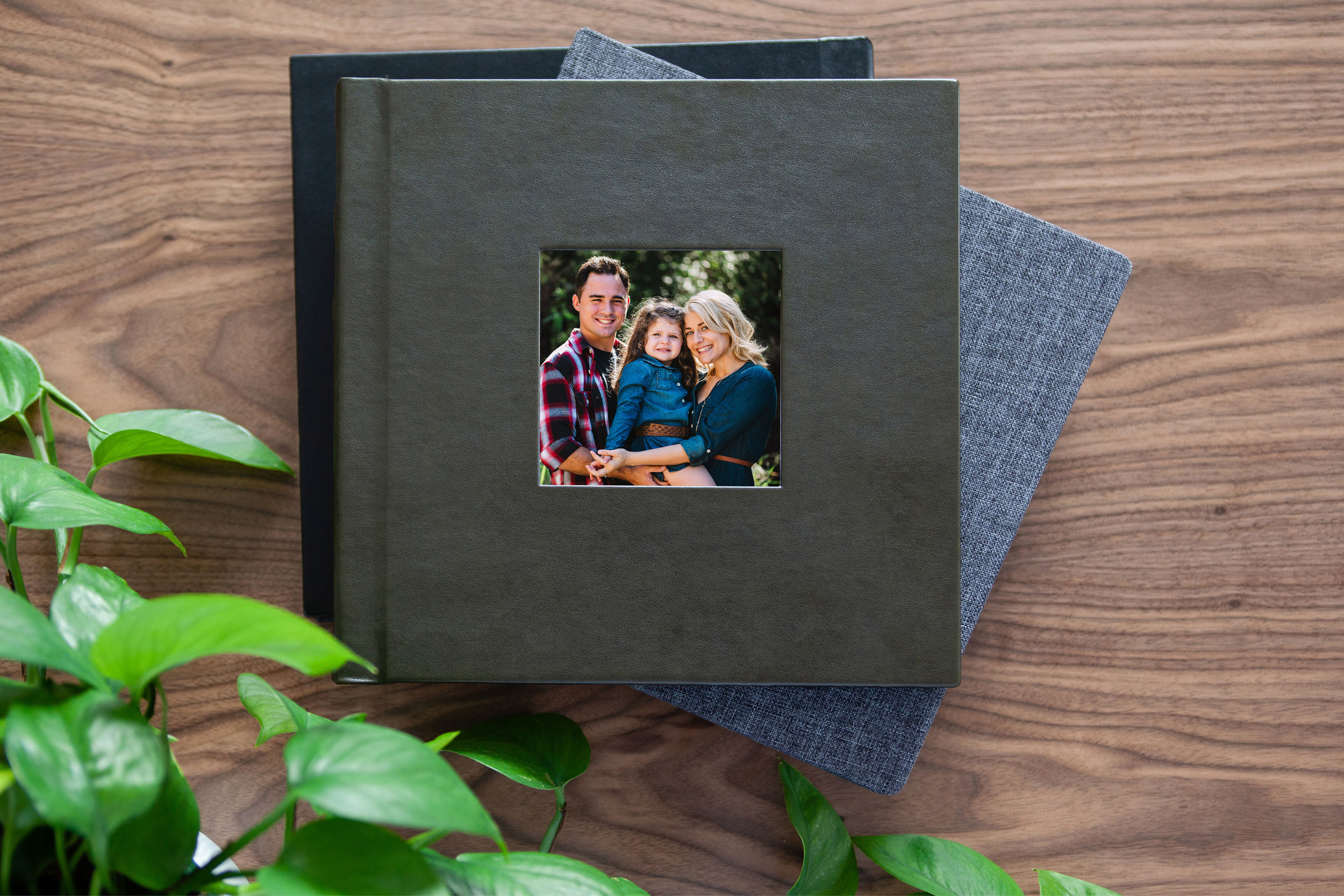 Gorgeous Albums - The perfect companion for your portrait session. Beautifully designed, wrapped in either a gorgeous linen or vegan leather option.