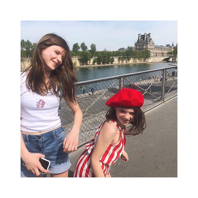 вereтѕ & вagυeттeѕ тнιѕ eaѕтer ѕυnday 🐰🇫🇷🥖 . . . . . . . . #sidnyc #easter #paris #holiday #kids