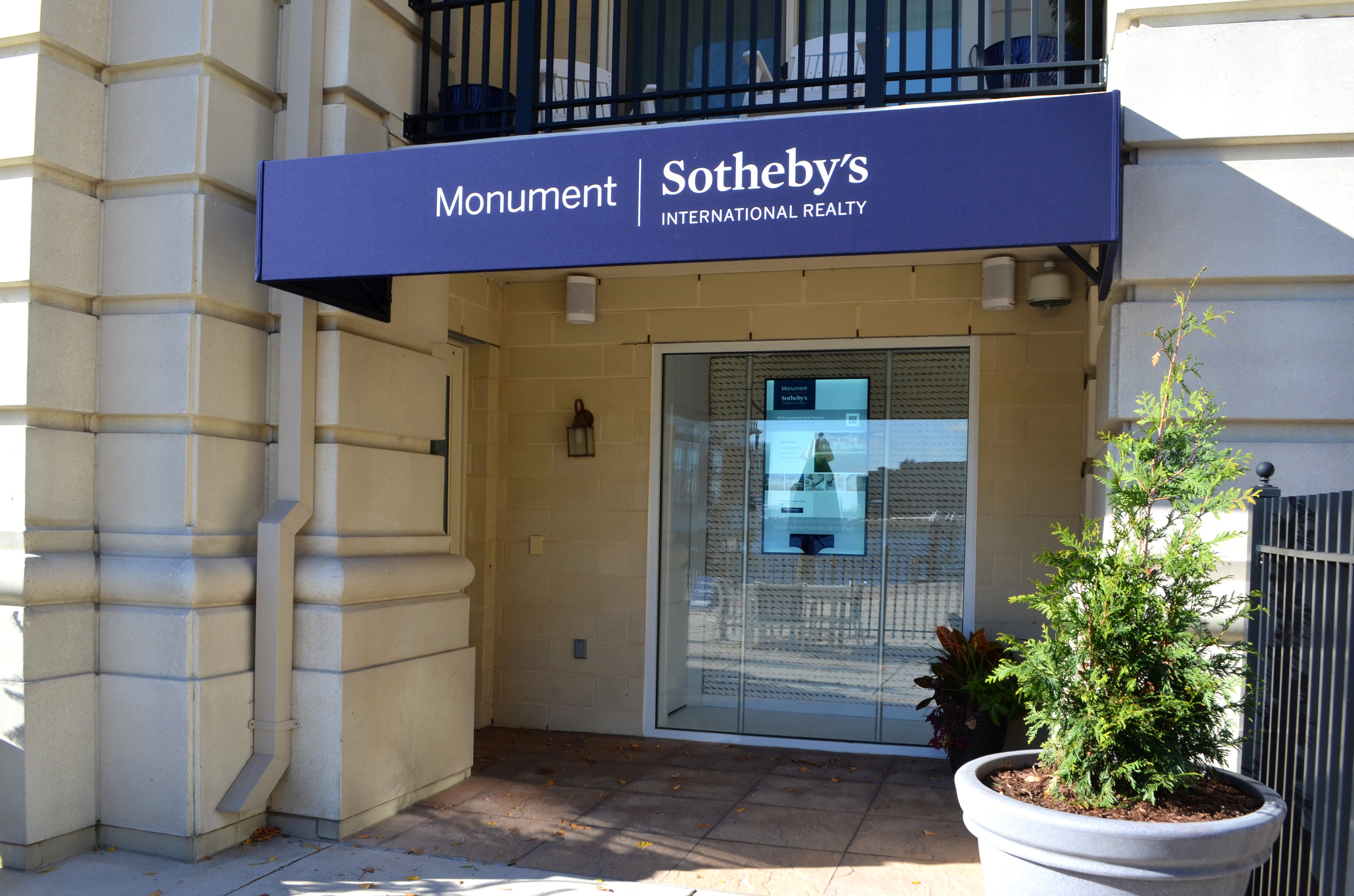Monument Sotheby's