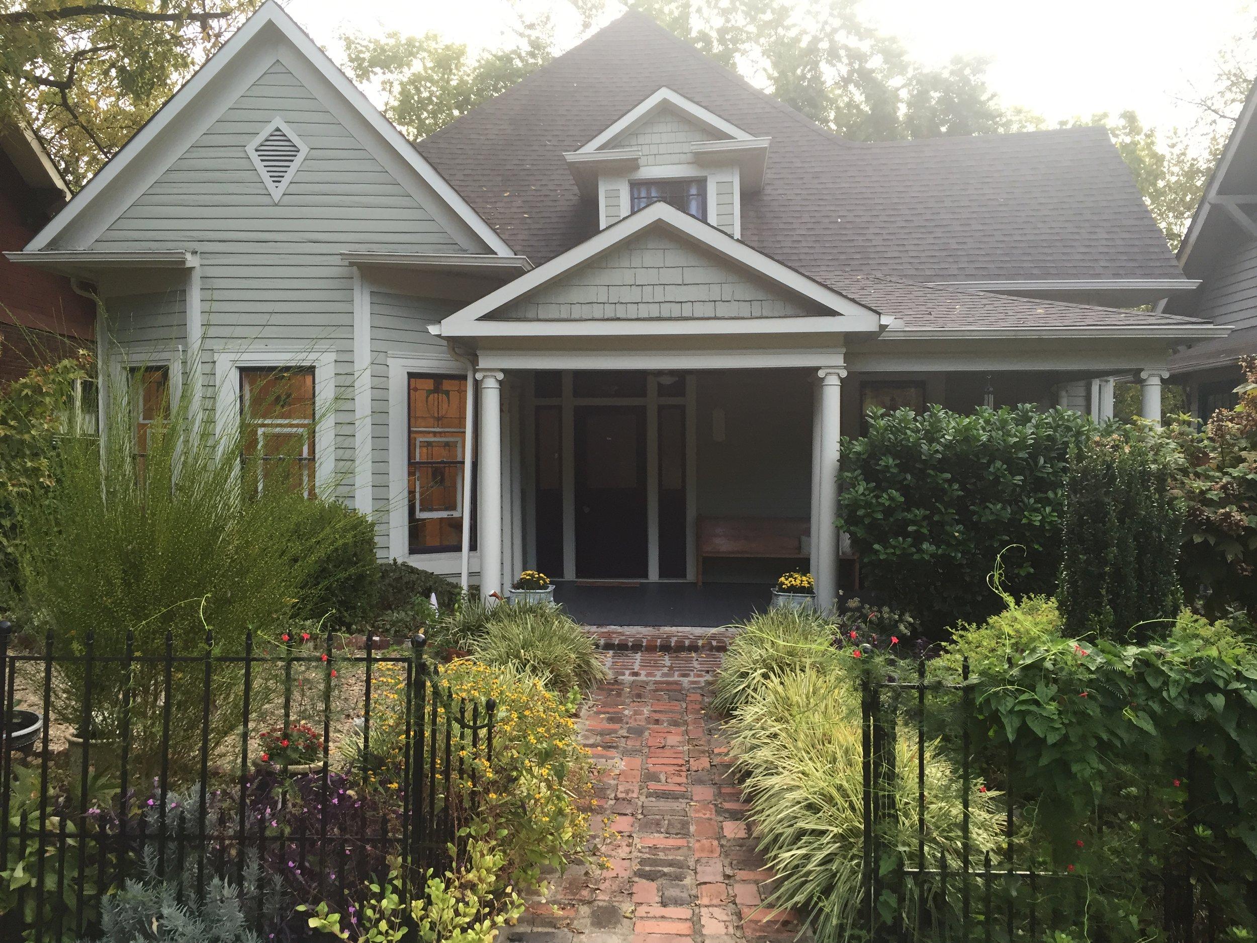 Super cute Airbnb in Knoxville, Tn – The dream team's dream house.