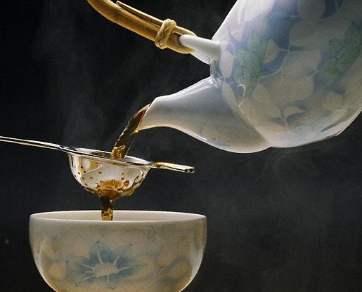pour tea with english strainer