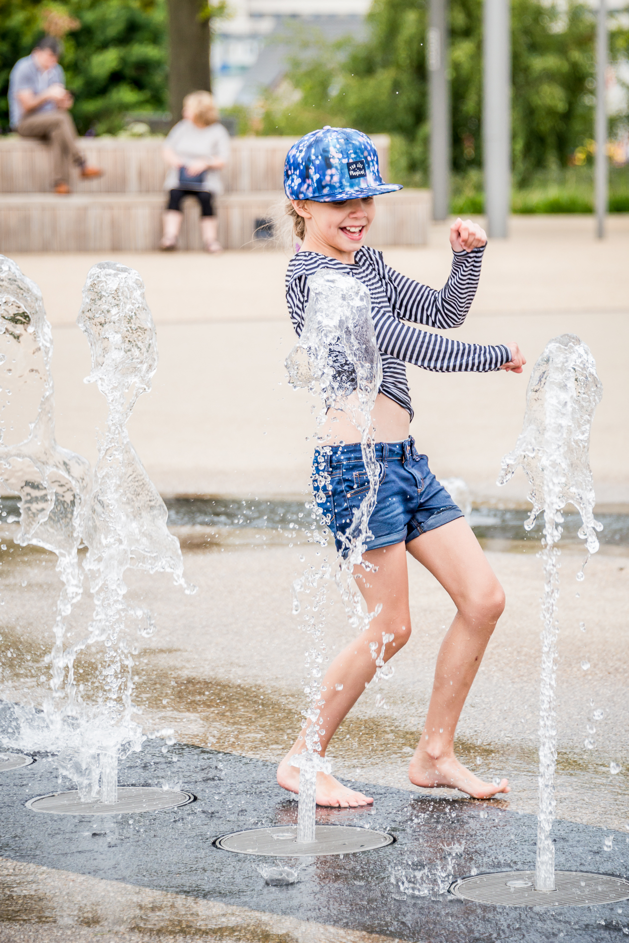 fountains-kids-fun-day-lifestyle-photography