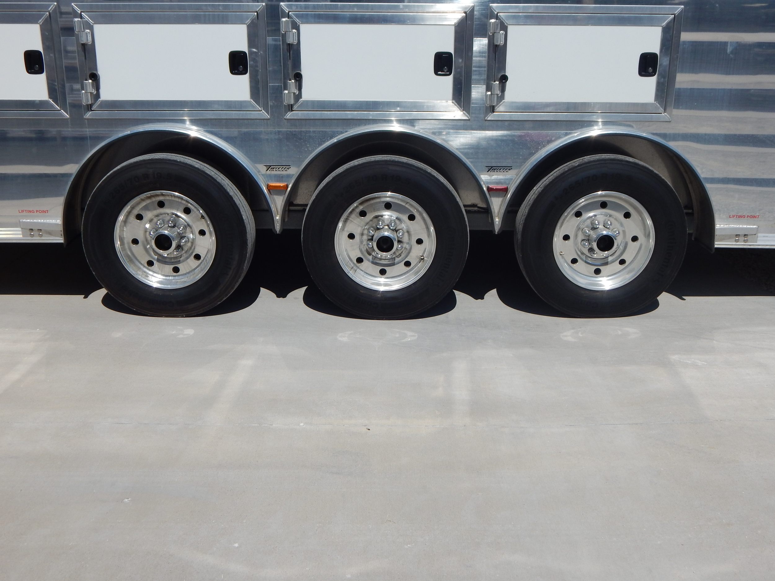 "19.5"" Aluminum Rims<a href=""/area-of-your-site"">→</a><strong></strong>"