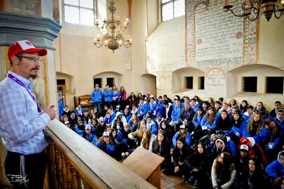 Pinny inspires a group of students on March of the Living