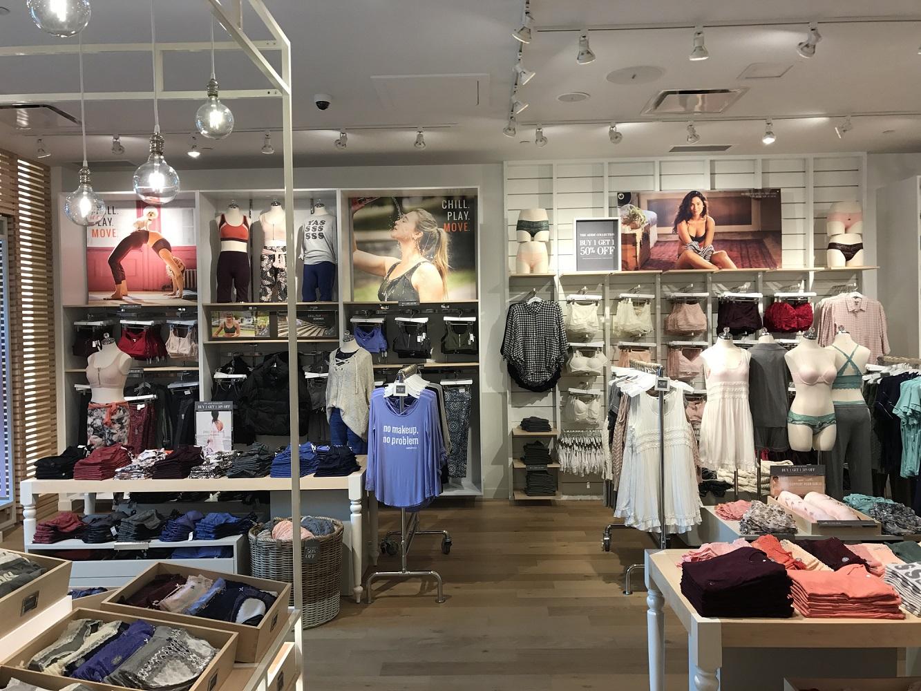 Interior - Clothes Shelves 4.jpg