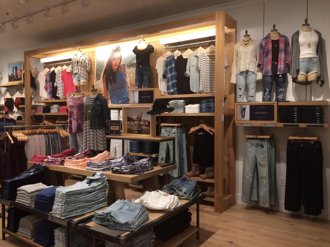 Interior - Clothes Shelves.jpg