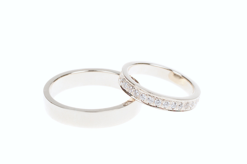 You can see here on these older rings that the lustrous white color has started to fade and they've become a little yellowish. Time to re-plate them with rhodium.