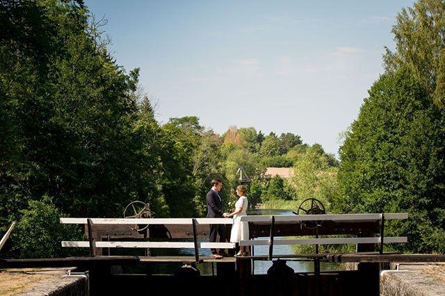 Vilken trevlig sommar det har varit! Jag har varit utomhus i det finaste vädret med folk som delar den gladaste dagen i sina liv med just mig. ⠀ ⠀ #porträtt #makeportrait #fotograf #familjfotograf #familjfoto #familj #stockholm #makeportraits #family #portraitphotography #portraitmood #portraiture #bröllopsfotograf #bröllop #kärlek  #bröllopsfotografering #weddingtime #weddingphotography #weddingphotographer #weddingphotos #norrköping #linköping