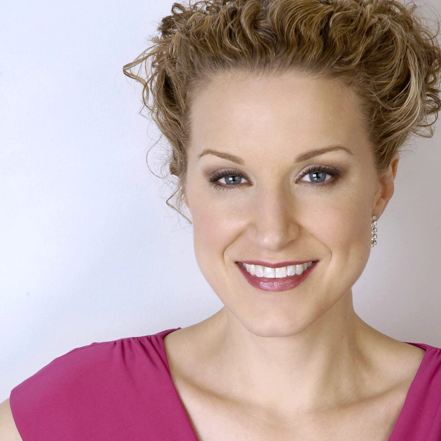 "Caroline Tye - Caroline Tye is thrilled to be returning to the stage with New Camerata Opera, having performed the role of Madame Flora in Menotti's The Medium as a part of NCO's performance piece Triskaidekaphilia. Hailed as ""sultry and amber-voiced"" as Mercédès in Regina Opera's Carmen (Brooklyn Daily Eagle), ""stunning"" for her performance as the Baker's Wife in Saint Petersburg Opera's production of Sondheim's Into The Woods (BroadwayWorld), a ""true embodiment of the role"" in her performance as Madame Flora in Opera Manhattan's The Medium (OperaTeen), as well as ""providing good-natured puffery as Mrs. Malaprop"" in Kirke Mechem's The Rivals (NY Times), other recent credits include Florence Pike in Albert Herring, Flora in La Traviata, Suzuki in Regina Opera's Madama Butterfly, Nancy in Flotow's Martha, Augusta Tabor in The Ballad of Baby Doe, Alice Ford in Ralph Vaughan Williams' Sir John in Love, the title role in Carmen with Delaware Valley Opera, Madame de Haltière in Utopia Opera's Cendrillon, the title role in Bronx Opera's La Cenerentola, Mother Goose in Stravinski's The Rake's Progress, Dido in Dido and Aeneas, Mercédès in Saint Petersburg Opera's production of Carmen, Isabella in L'Italiana in Algeri, Jo March in Little Women, Ulrica in Un ballo in maschera, Dalila in Samson et Dalila, Adalgisa in Norma, Dorabella in Così fan tutte, and Maddalena in Delaware Valley Opera's Rigoletto. Upcoming roles include the title role in Carmen. Caroline recently received a Master's Degree in Music – Vocal Performance from The Boston Conservatory, and is a student of Lenora Eve."