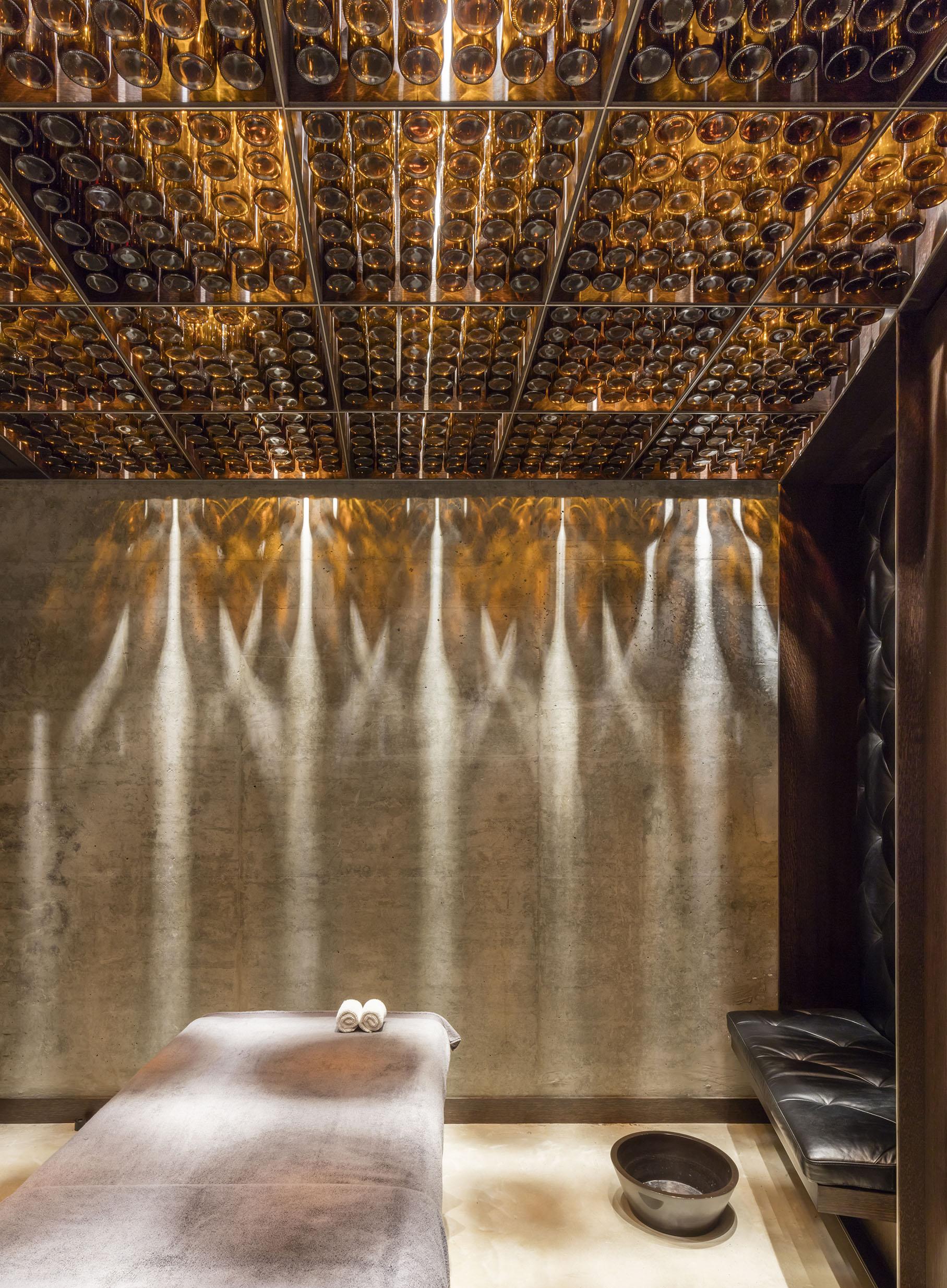 Chaps & Co-Marina-Dubai-Barbershop-Massage-Room-Lighting-Interior-Architect.jpg