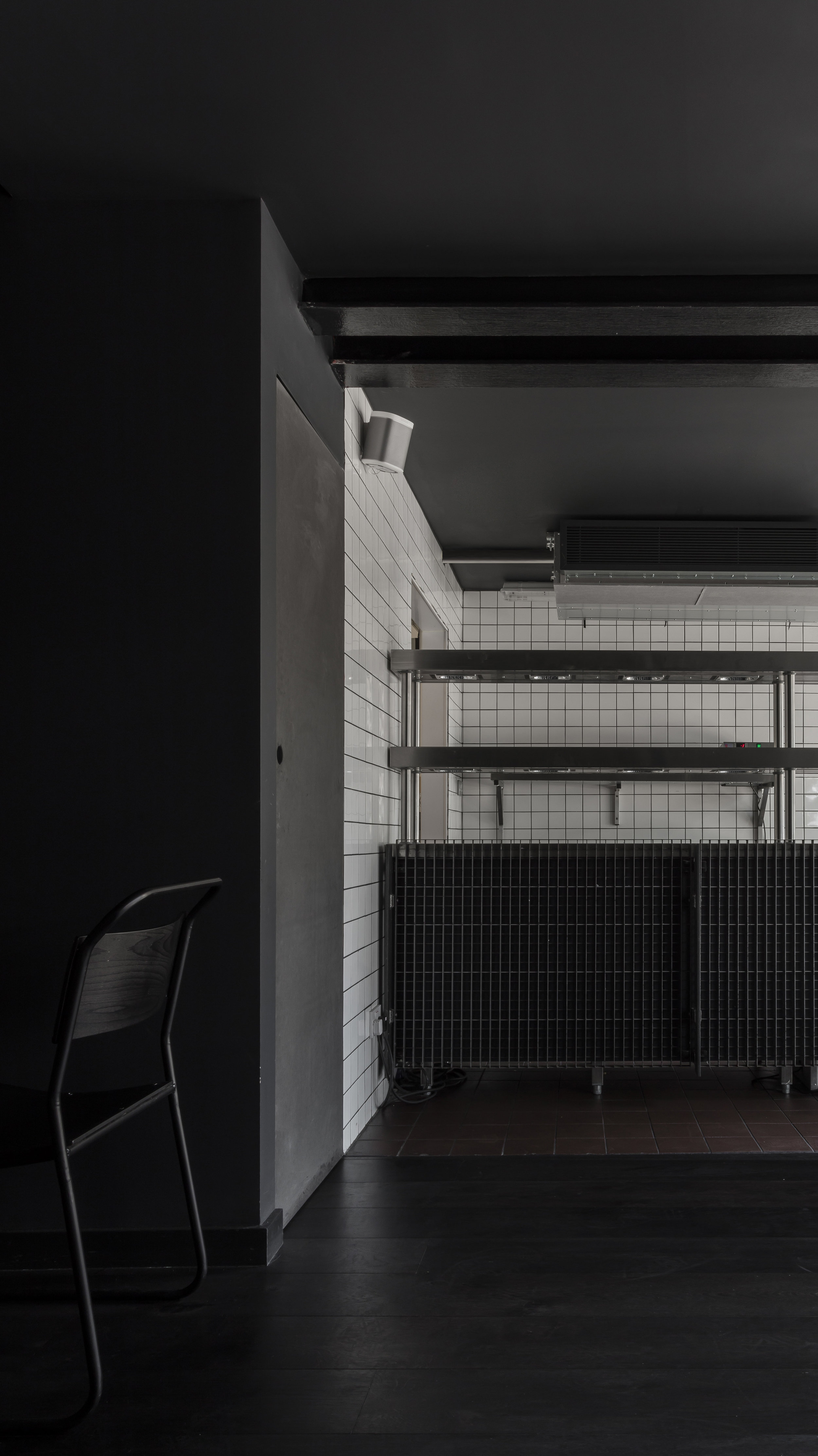 Cattle & Co-Kings-Cross-London-Smokehouse-Restaurant-Design-Black-White-Tiles-Grill-Interior.jpg