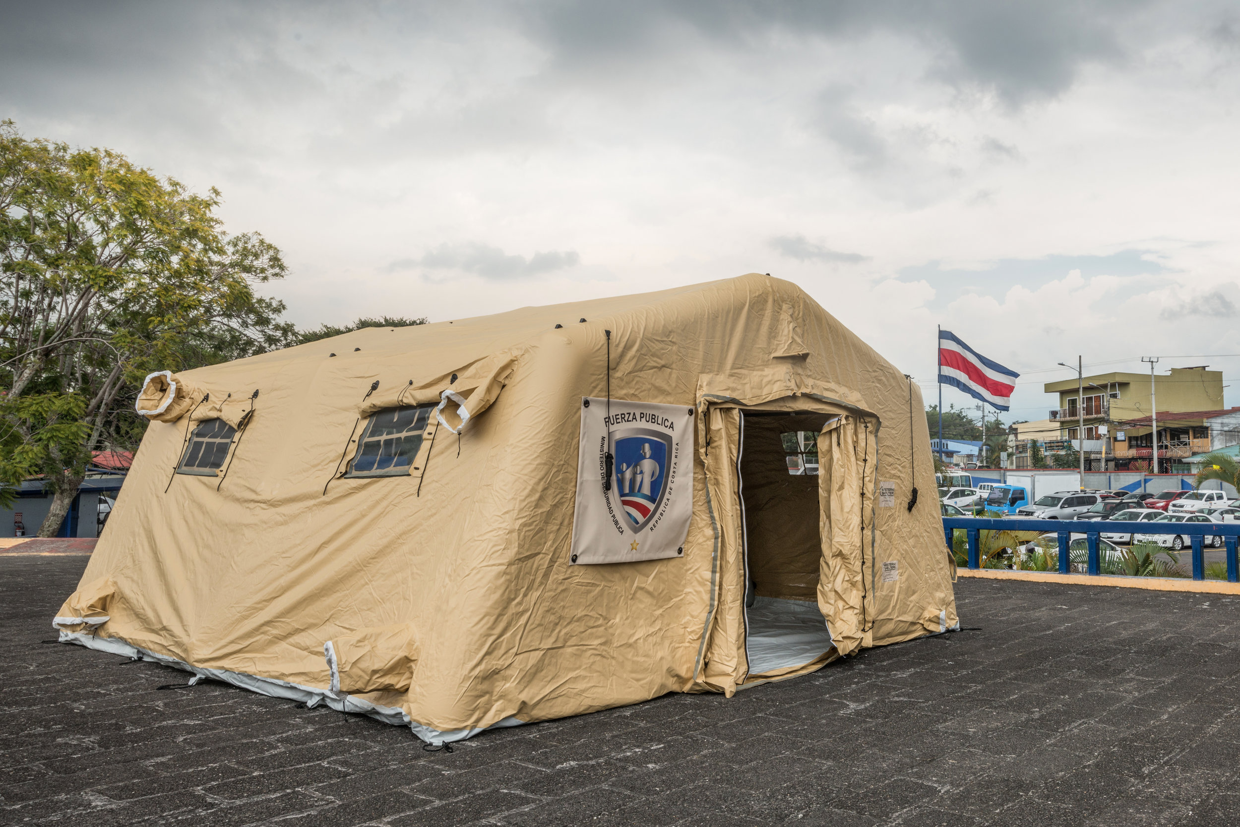 Inflatable command post shelter