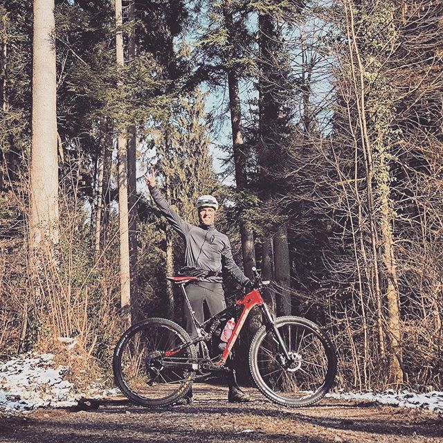 Celebration of the spring winning over winter. Get ready for the season to start! @pascalpensa @biromabikes #gincarbonrims #woodylight #woodyenduro #ginswiss #gingin #ginexperience #naturelovers #home #switzerland #byebyesnkw #mtblife #soenduro #enduromtb #swissmtb #2018 #forest #lifeinnature #fitness #training #dedication
