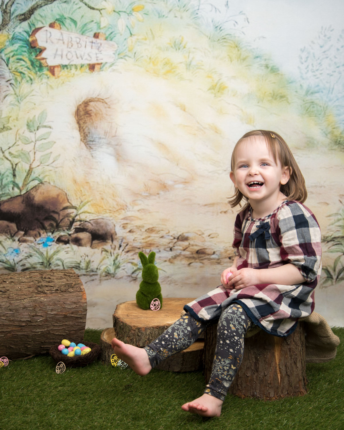 baby_photography_Ely_Cambridgeshire_easter_mini_session_pooh_themed_backdrop.jpg