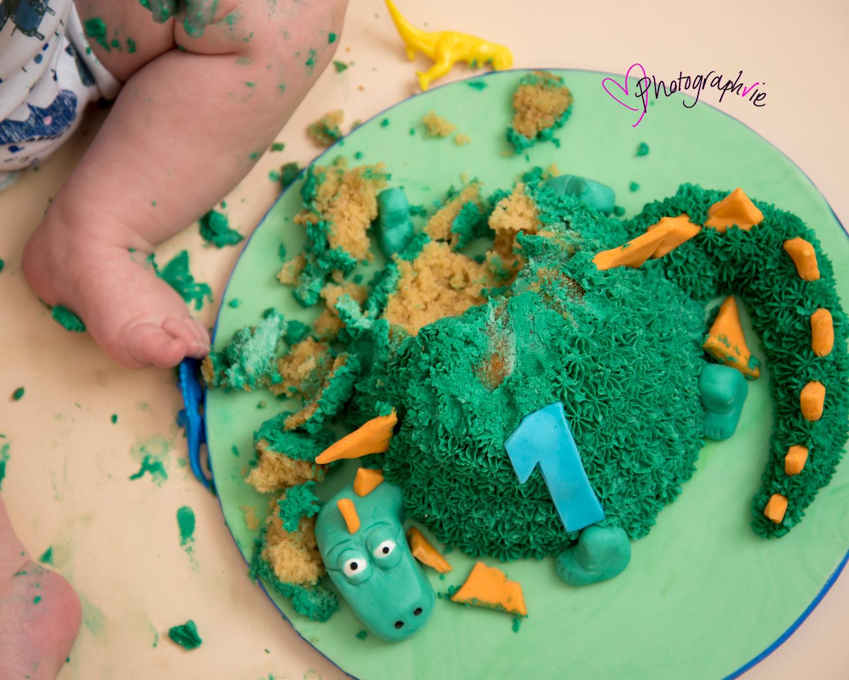 Cake_smash_photography_Ely_Cambridgeshire_first_birthday_dinosaur_themed_smashed_cake.jpg