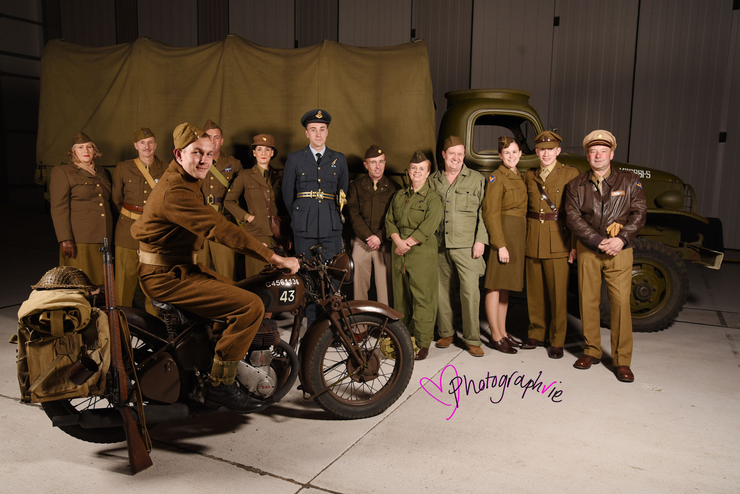 Imperial-War-Museum-House-of-Cambridge-Event-40s-Dressing-Up-Pin-up-Photobooth-and-Photos-by-Photographvie-Ely--(1).jpg