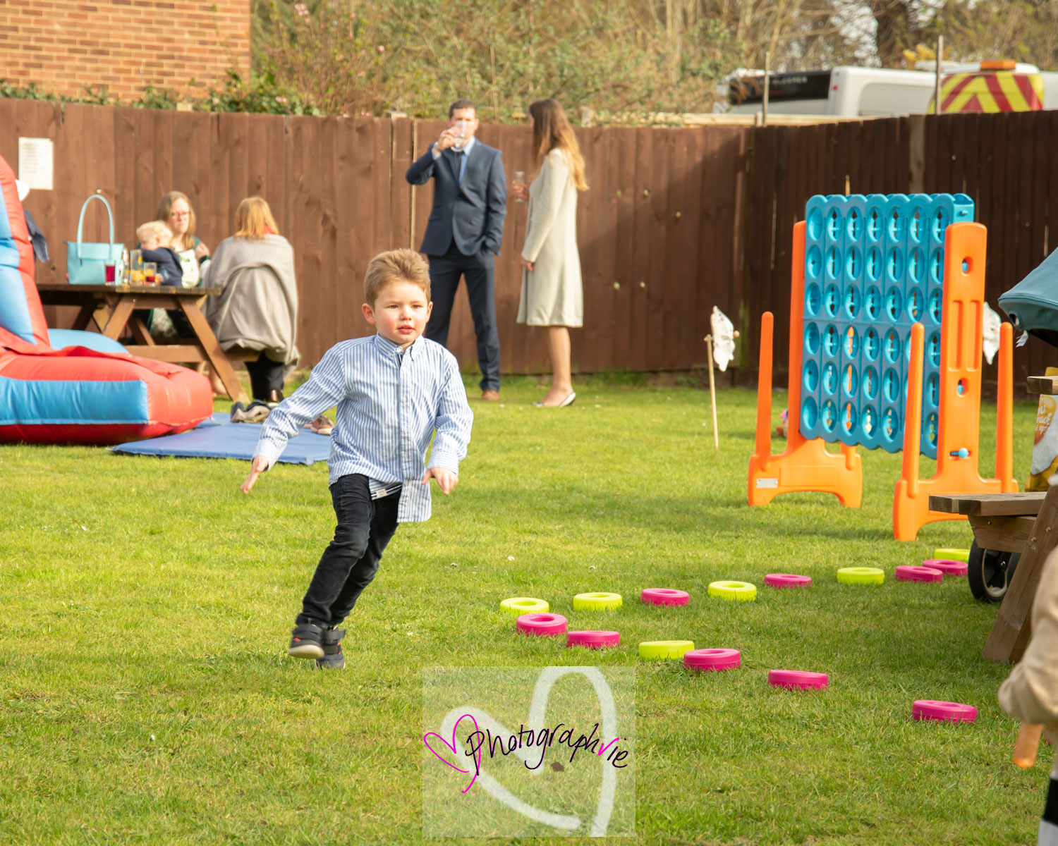 wedding photography soham, ely, cambridgeshire children playing outdoors photos