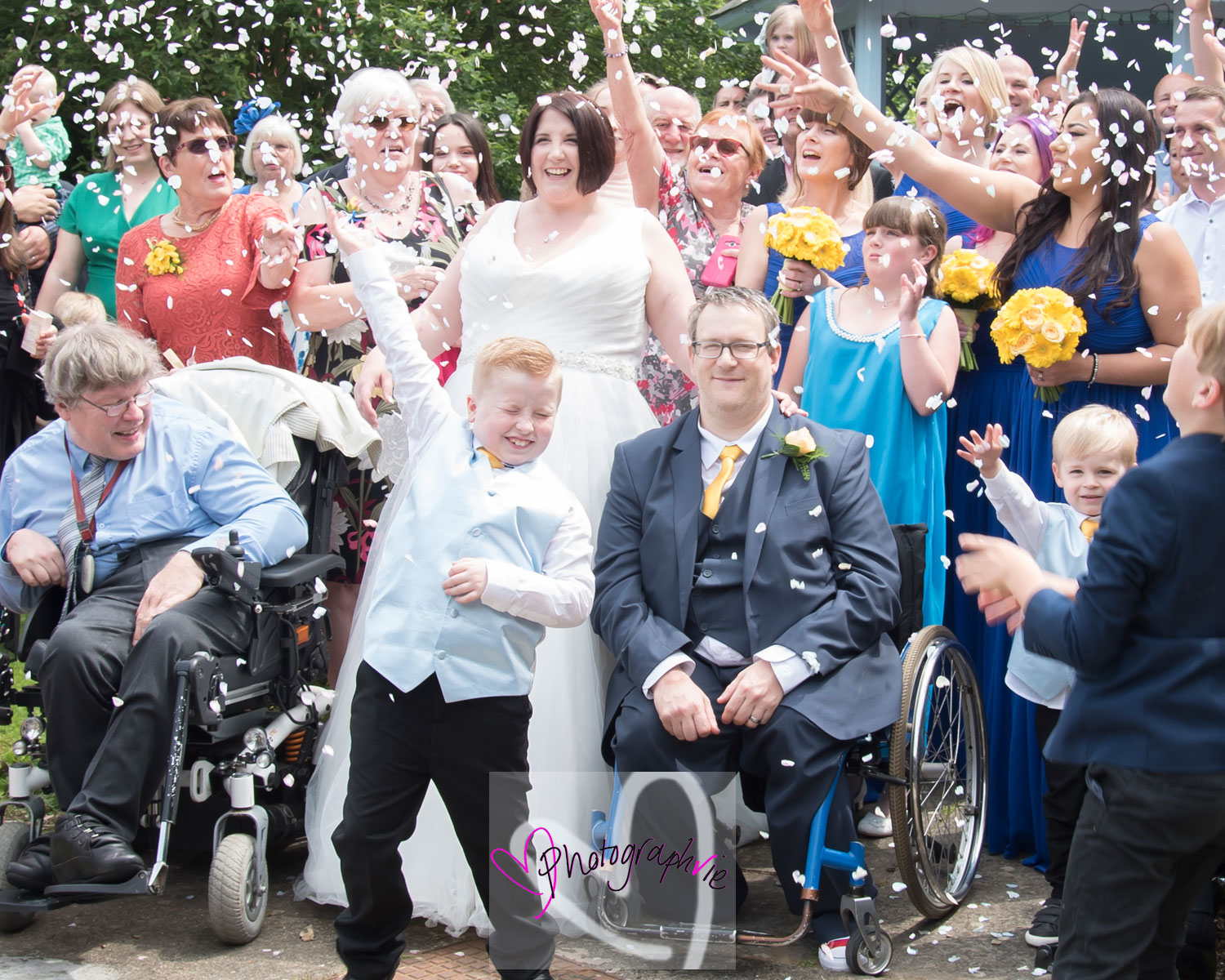 throwing confetti at a wedding in huntingdon marriot hotel children photographer.jpg