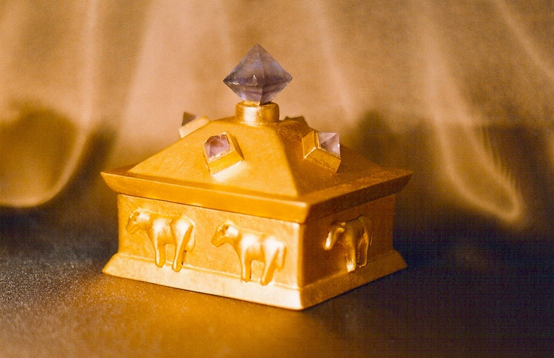 Coffin & King - Gilded Golden Calf Box with Crystal Finial, cast stone, 23 kt. gold leaf, 1990s