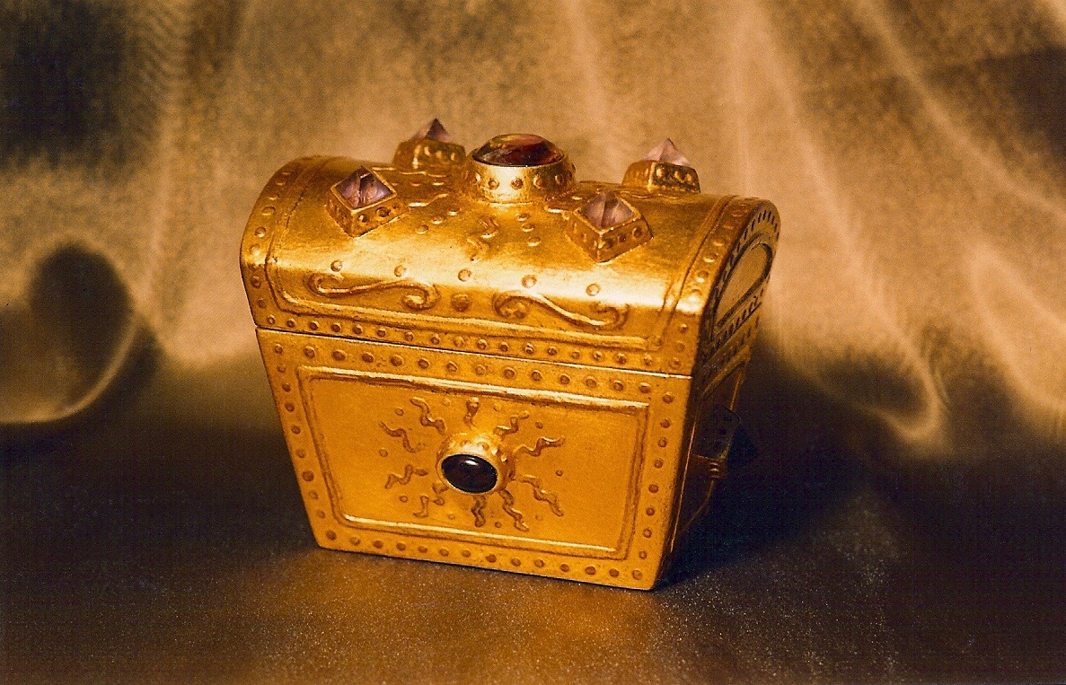 Coffin & King - Medium Gilded Treasure Box with Crystal Finial, wood, 23 kt. gold leaf, 1990s