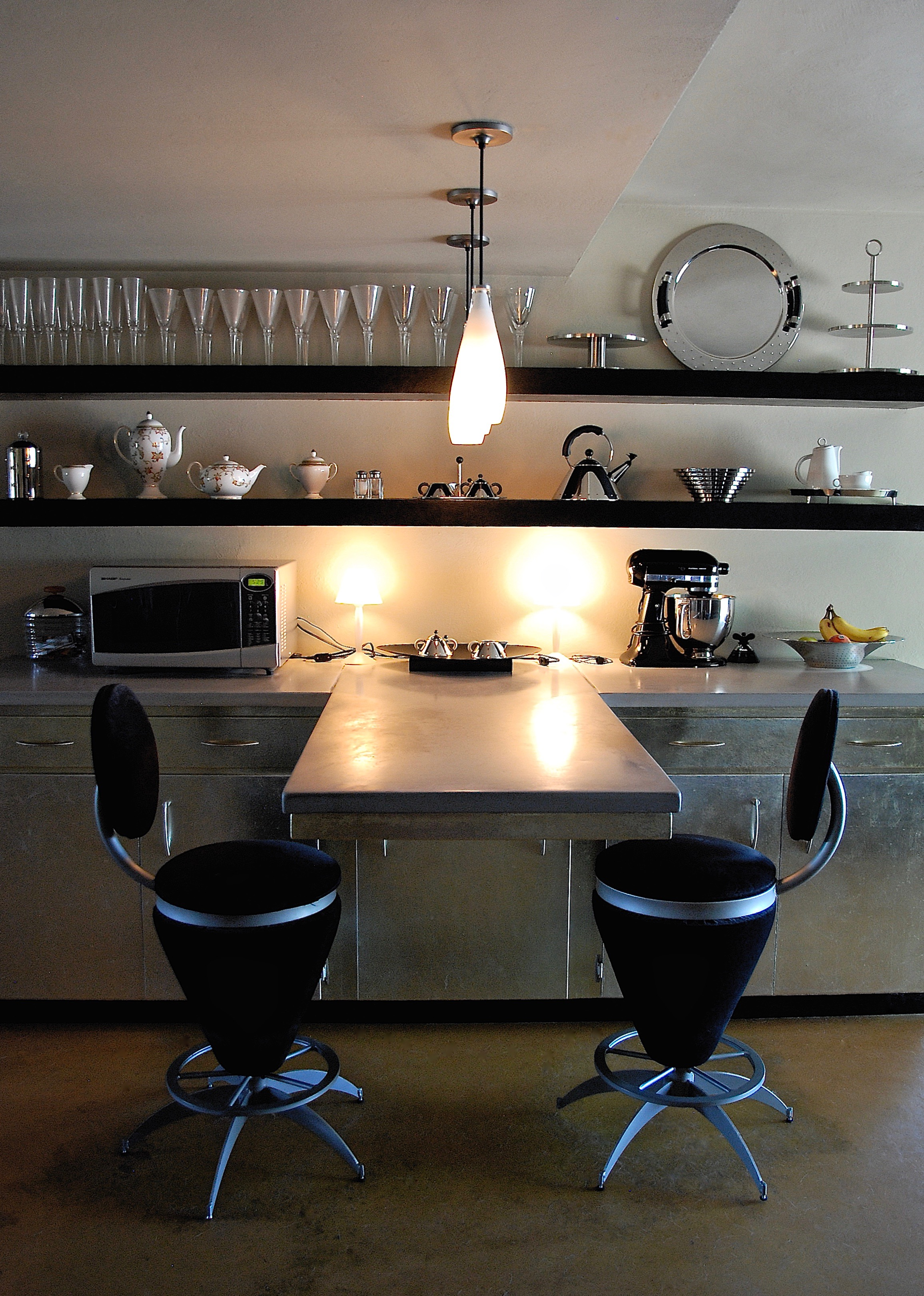 Coffin & King Custom Furniture/ Interiors - Cantilevered Cast Concrete Counter