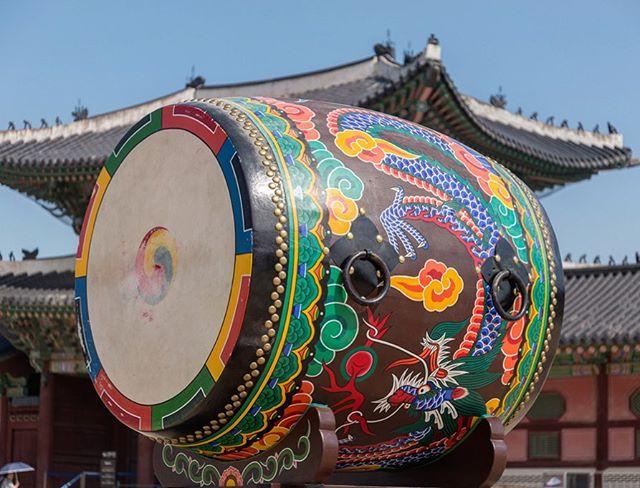 Gyeongbokgung Palace drum, Seoul, South Korea. #gyeongbokgung #gyeongbokgungpalace #drum #seoul #southkorea #layovertour #kristofferglennimagery #kristofferpfalmer #pfalmer